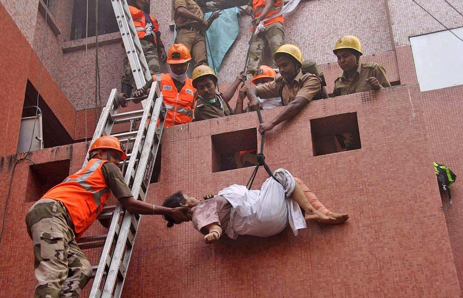 Эвакуация детей при пожаре картинки
